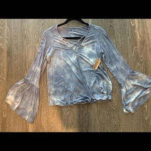 American Eagle Outfitters Tops - Extra soft and sexy tye dye top with flowy sleeves